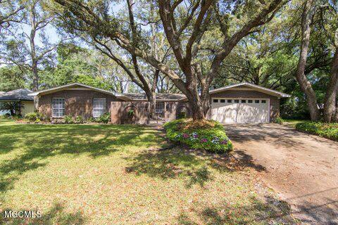 304 Fairview Dr, Biloxi, MS 39531 (MLS #329512) :: Ashley Endris, Rockin the MS Gulf Coast