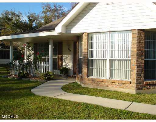 517 Commagere Blvd, Bay St. Louis, MS 39520 (MLS #330249) :: Ashley Endris, Rockin the MS Gulf Coast