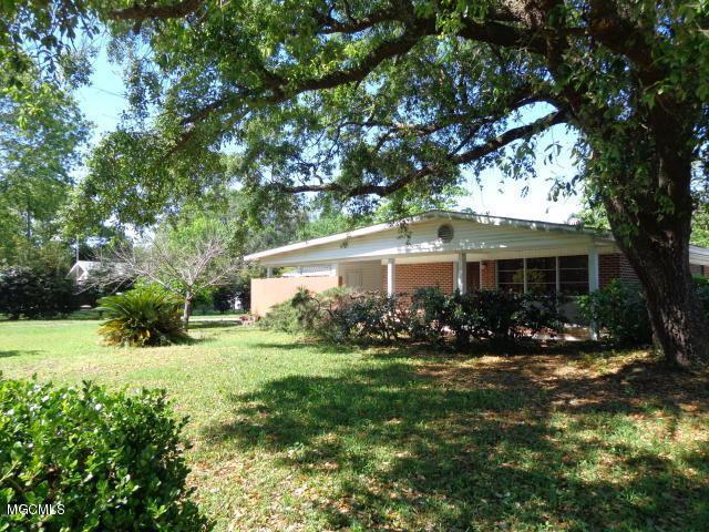 349 Spratley Ave, Biloxi, MS 39531 (MLS #331580) :: Amanda & Associates at Coastal Realty Group