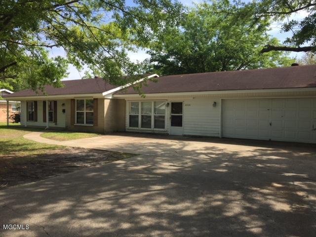 2608 Montclair Ave, Pascagoula, MS 39567 (MLS #333929) :: Amanda & Associates at Coastal Realty Group