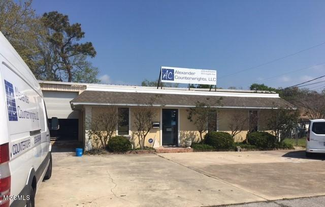903 Ingalls Ave, Pascagoula, MS 39567 (MLS #336602) :: Amanda & Associates at Coastal Realty Group