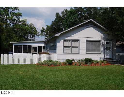 1509 Bowen Ave, Ocean Springs, MS 39564 (MLS #345951) :: Sherman/Phillips