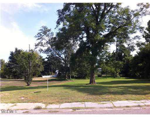 911 Percy St, Biloxi, MS 39530 (MLS #355139) :: Coastal Realty Group