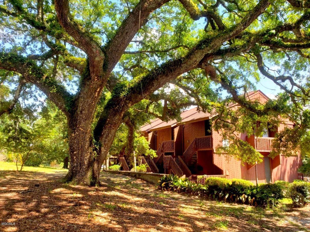 231 Lakeside Villa - Photo 1