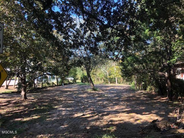 315 Washington Ave, Ocean Springs, MS 39564 (MLS #365722) :: Berkshire Hathaway HomeServices Shaw Properties