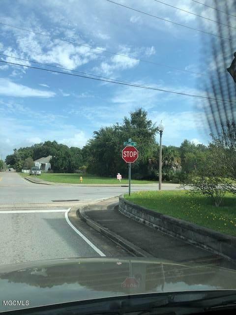 560 E Howard Ave None, Biloxi, MS 39530 (MLS #367708) :: The Sherman Group