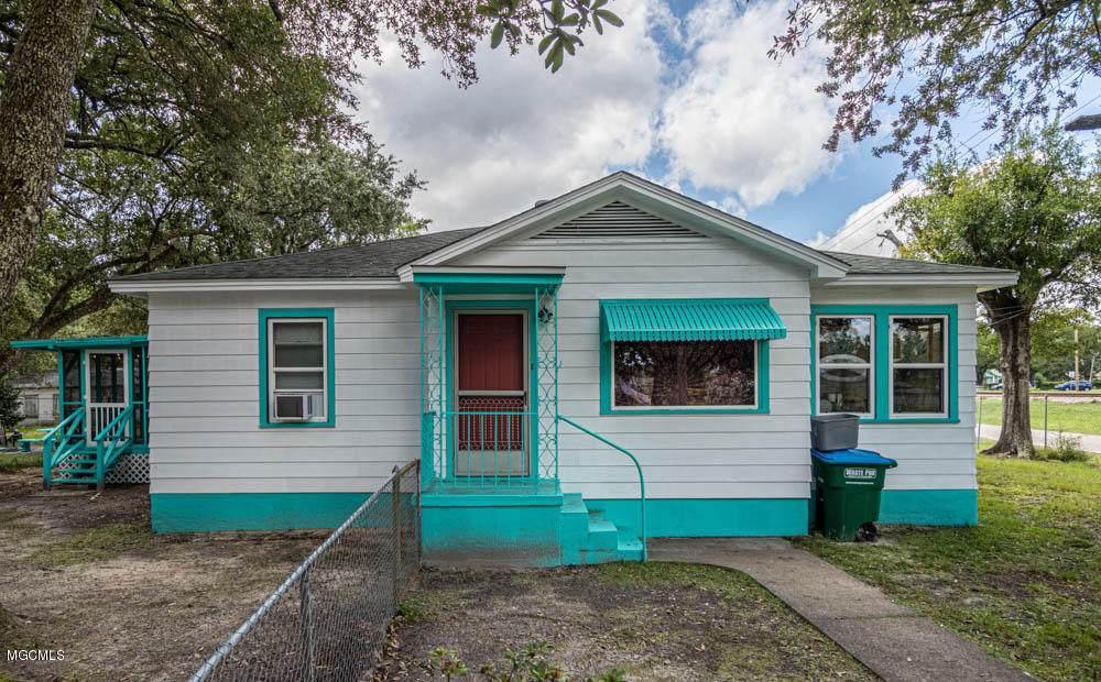 835 Woodward Ave - Photo 1