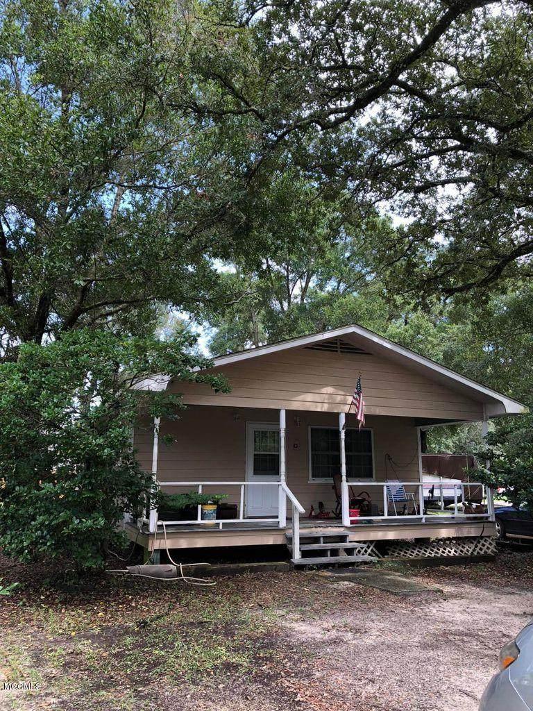 2300 Oak Ave - Photo 1