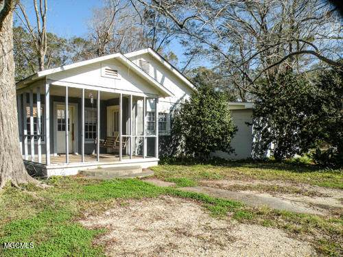 18 Eubanks St, Lucedale, MS 39452 (MLS #369535) :: The Sherman Group