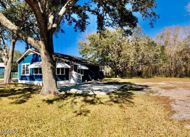 2011 Government St, Ocean Springs, MS 39564 (MLS #370194) :: Berkshire Hathaway HomeServices Shaw Properties