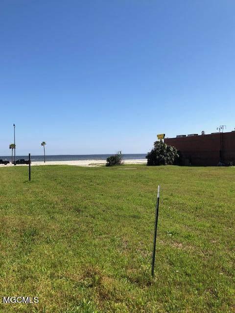 4322 W Beach Blvd, Gulfport, MS 39501 (MLS #374027) :: The Demoran Group at Keller Williams