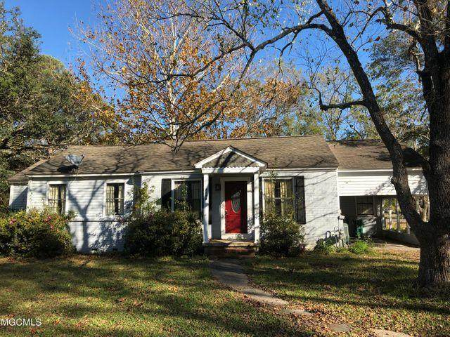 4100 Griffin St, Moss Point, MS 39563 (MLS #374245) :: Coastal Realty Group