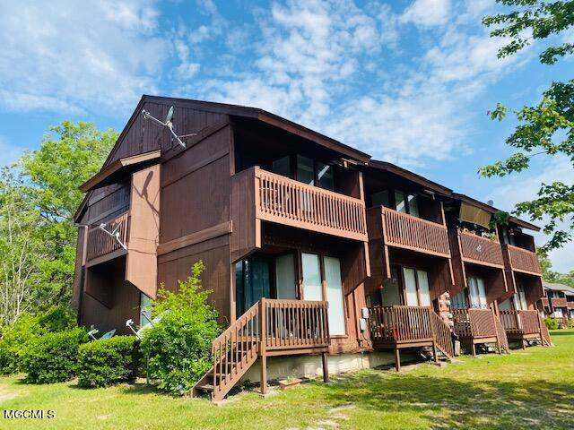201 Lakeside Villa - Photo 1