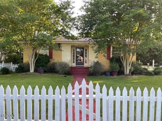 405 Demontluzin Ave, Bay St. Louis, MS 39520 (MLS #378419) :: Coastal Realty Group