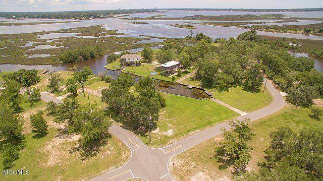 10081 E Shorecrest Rd, Biloxi, MS 39532 (MLS #362377) :: Coastal Realty Group