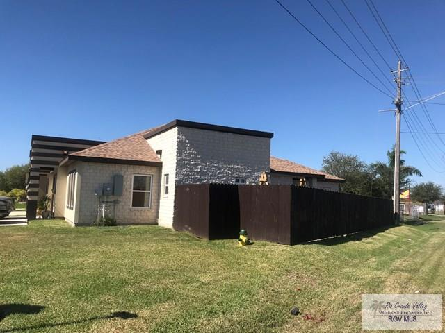 3041 Tiffany Dr. A & B, Brownsville, TX 78520 (MLS #29708897) :: The Martinez Team