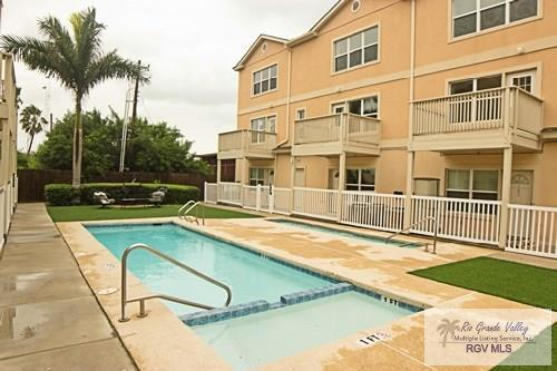 107 E Ling St. #108, South Padre Island, TX 78597 (MLS #29709511) :: The Martinez Team