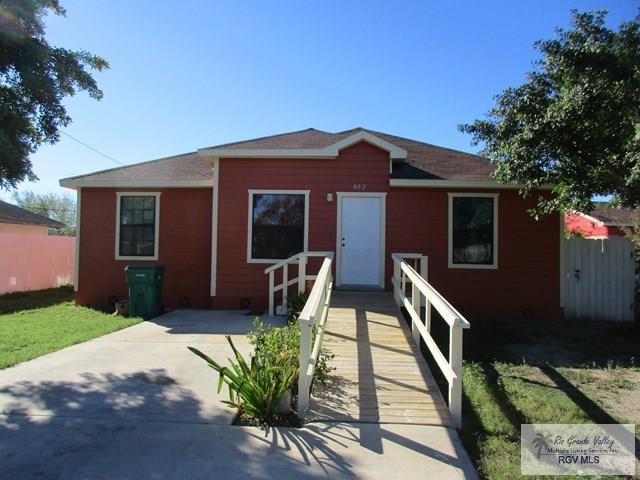 802 E Crockett Ave., Pharr, TX 78557 (MLS #29710138) :: The Martinez Team