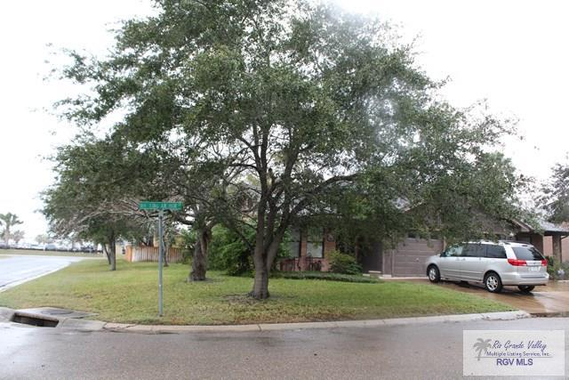 6229 King Arthur Ct, Harlingen, TX 78550 (MLS #29710200) :: The Monica Benavides Team at Keller Williams Realty LRGV