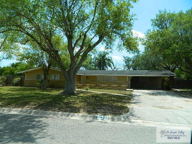 1632 Throckmorton St., Harlingen, TX 78550 (MLS #29713239) :: The Martinez Team