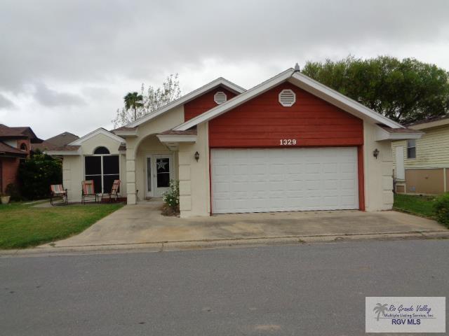 1329 Cottonwood Blvd., Harlingen, TX 78552 (MLS #29715227) :: The Martinez Team