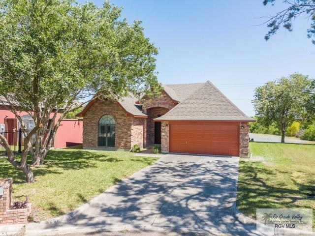 1813 Lazy Lake Dr, Harlingen, TX 78550 (MLS #29717209) :: The Monica Benavides Team at Keller Williams Realty LRGV