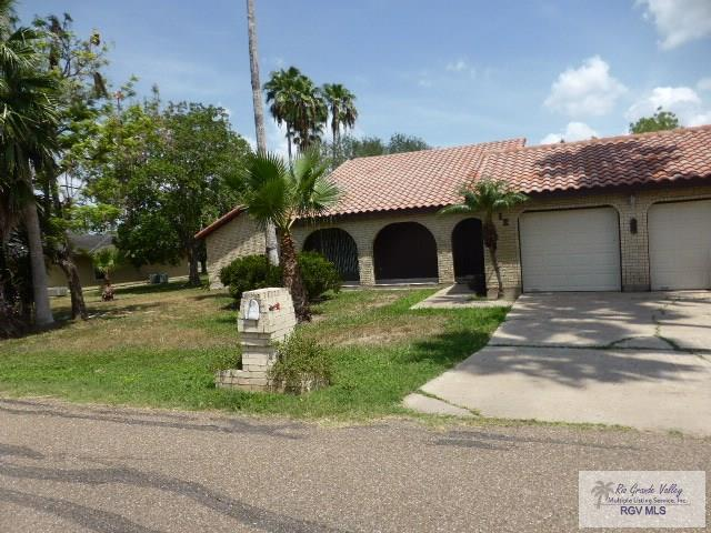 12 Alvarado Ave., Rancho Viejo, TX 78575 (MLS #29718161) :: The Monica Benavides Team at Keller Williams Realty LRGV
