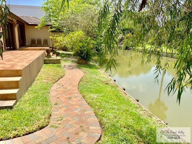 1634 Old Creek Ct. Waterfront Home, Brownsville, TX 78521 (MLS #29718308) :: The Monica Benavides Team at Keller Williams Realty LRGV