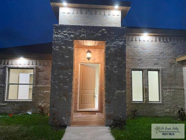 10 Conquistador Dr. Waterfront New, Brownsville, TX 78556 (MLS #29722667) :: The Monica Benavides Team at Keller Williams Realty LRGV