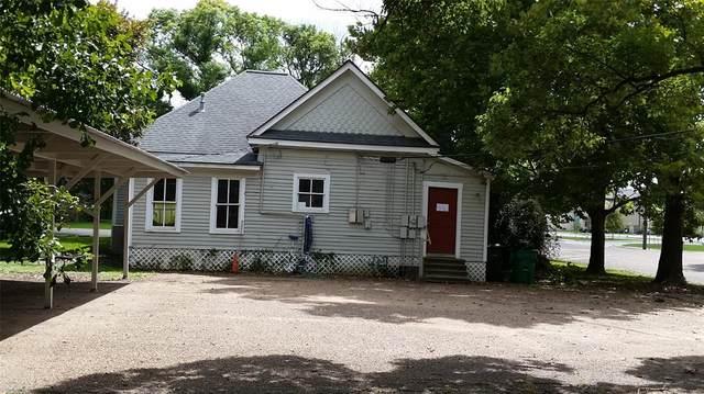 303 E Locust Street, Angleton, TX 77515 (MLS #10384609) :: Michele Harmon Team