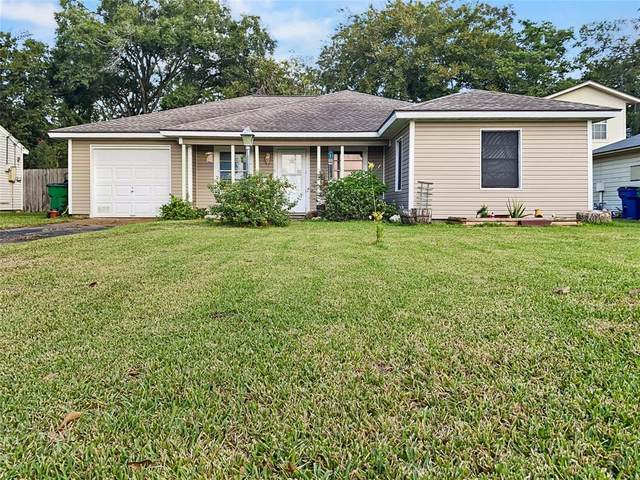 1013 Ridgecrest Street, Angleton, TX 77515 (MLS #10615709) :: The Andrea Curran Team powered by Compass