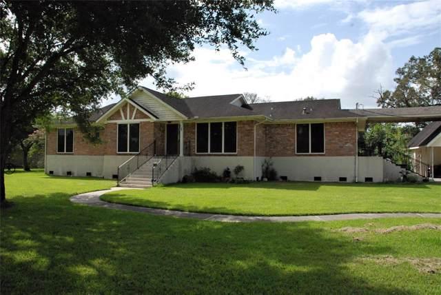 33 Wilderness Trail, Friendswood, TX 77546 (MLS #10753461) :: Ellison Real Estate Team
