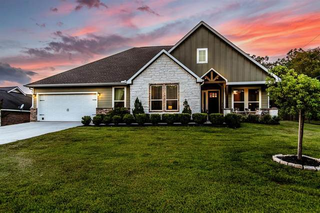 1176 Cedar Lane, Montgomery, TX 77316 (MLS #10754386) :: The Property Guys