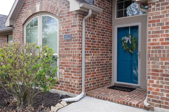 14112 Timber Bluff Drive, Pearland, TX 77584 (MLS #10964364) :: The Home Branch