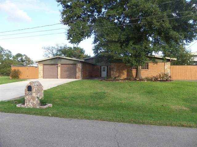 202 Yaupon Drive, Baytown, TX 77520 (MLS #10968434) :: Michele Harmon Team