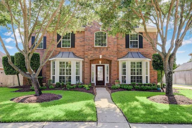 2908 Green Forest Lane, Pearland, TX 77581 (MLS #10989871) :: Christy Buck Team
