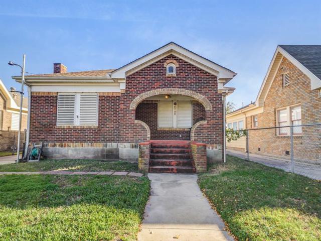 4705 Avenue N 1/2, Galveston, TX 77551 (MLS #11000949) :: The Kevin Allen Jones Home Team