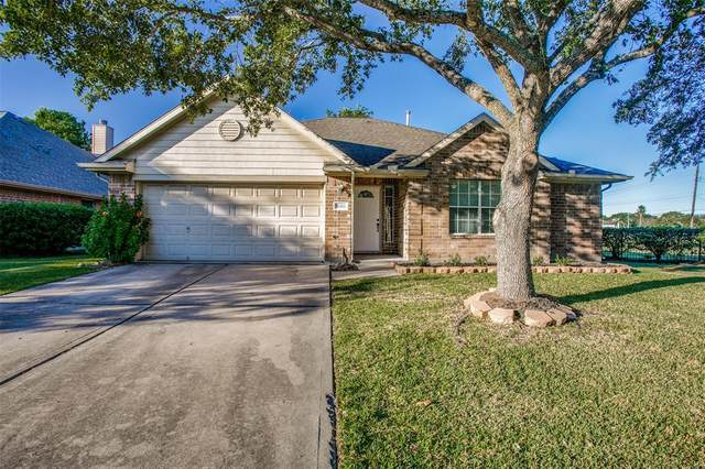 5003 Caprock Drive, Pearland, TX 77584 (MLS #11123310) :: My BCS Home Real Estate Group