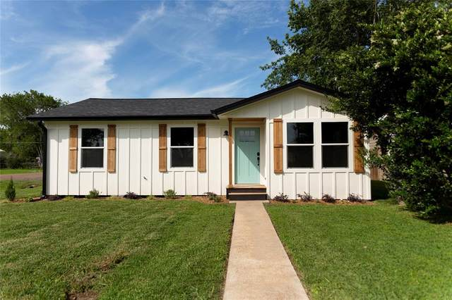 1503 Ave E, Danbury, TX 77534 (MLS #11132429) :: The SOLD by George Team