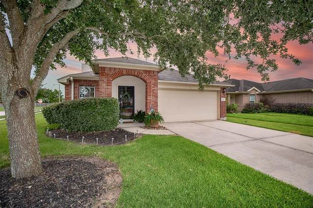 145 Rustic Colony Lane, Dickinson, TX 77539 (MLS #11370169) :: The Freund Group