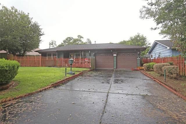 320 N Shanks Street, Clute, TX 77531 (MLS #12231661) :: Lerner Realty Solutions
