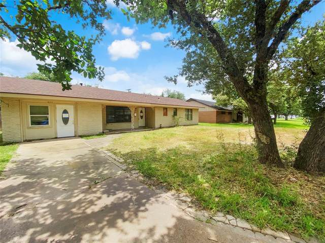 804 Huisache Drive, Refugio, TX 78377 (MLS #12252369) :: The SOLD by George Team