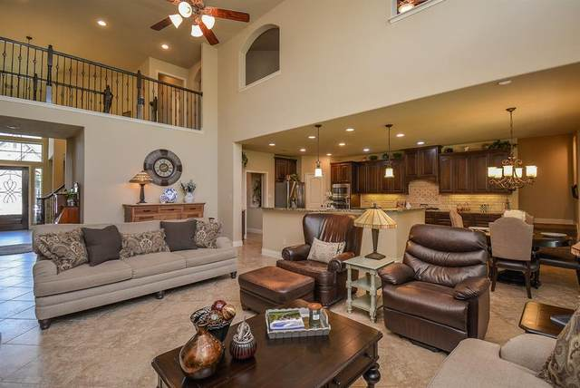 13618 Fountain Mist Drive, Pearland, TX 77584 (MLS #12285014) :: The Freund Group