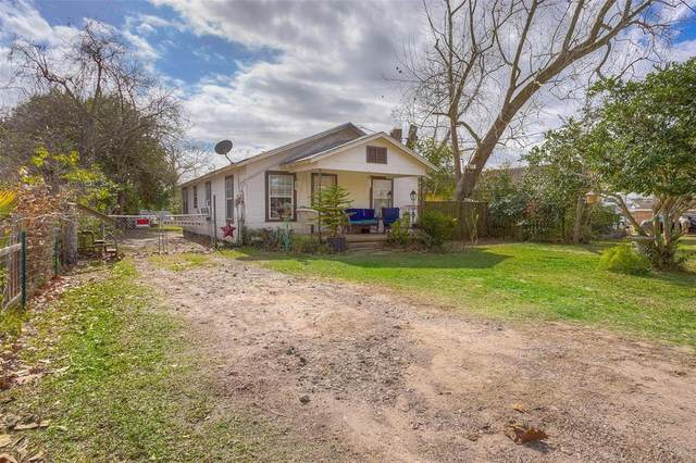 207 W Stewart Street W, Willis, TX 77378 (MLS #12465523) :: Guevara Backman