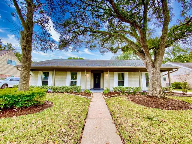 4318 Long Grove Drive, Taylor Lake Village, TX 77586 (MLS #12842355) :: Lerner Realty Solutions