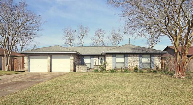 116 Maple Street, Lake Jackson, TX 77566 (MLS #13487347) :: Michele Harmon Team