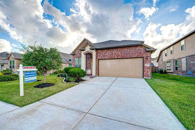 6815 Hunters Trace Lane, Baytown, TX 77521 (MLS #13627750) :: The Queen Team