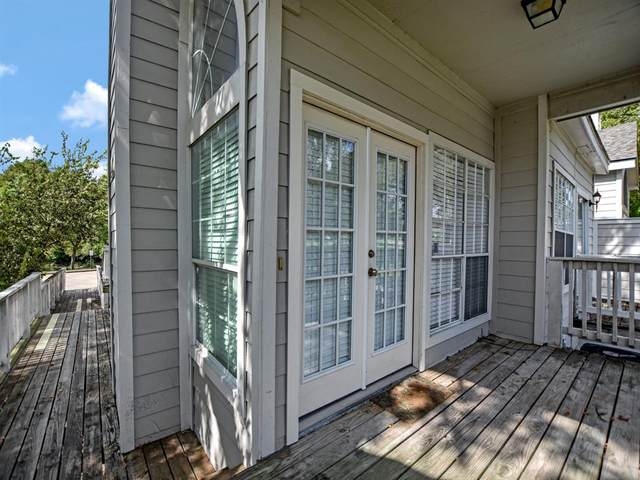 111 Dunbar Estates Drive #1002, Friendswood, TX 77546 (MLS #14108251) :: The SOLD by George Team