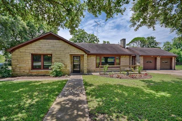 1045 15th Street, Hempstead, TX 77445 (MLS #14585231) :: The Andrea Curran Team powered by Styled Real Estate