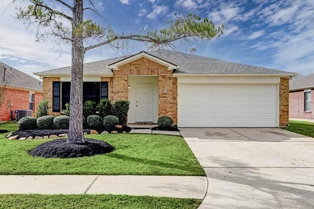 3006 Centennial Village Drive, Pearland, TX 77584 (MLS #14720563) :: Rachel Lee Realtor